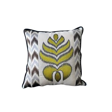 Resim Desenli Yaprak Nakışlı Kare Yastık 43x43 cm
